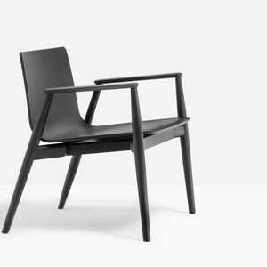 Malm%F6%20chairs%20evoke%20warmth%20sensations%20thanks%20to%20the%20touch%20of%20ash%20wood%2C%20the%20tapered%20look%20and%20the%20appeal%20of%20tradition.%20The%20design%20elements%20appear%20in%20their%20purity%2C%20thicker%20in%20the%20joints%20and%20tapered%20in%20a%20natural%20way%20to%20offer%20lightness%20and%20elegance.%20Lounge%20armchair%20with%20ash%20veneered%20plywood%20shell%2C%20solid%20ash%20wood%20frame%20and%20armrests.
